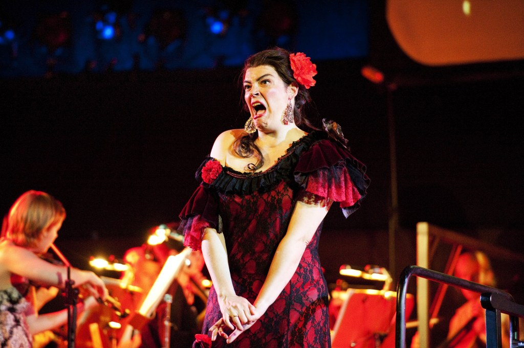 Kuva: Esa Melametsä 30.6.2010 Kokkola Snellman-saliKokkolan Oopperakesässä esitetään heinäkuussa Carmen - yksi maailman suosituimmista ja tunnetuimmista oopperoista. West Coast Kokkola Operan versio Carmenista on elävä esitys, jossa kohtaavat kapellimestari Sakari Oramo, huippusolistit, suuri orkesteri, aikuis- ja lapsikuorot sekä elokuva. Kuvassa Hilary Summers.
