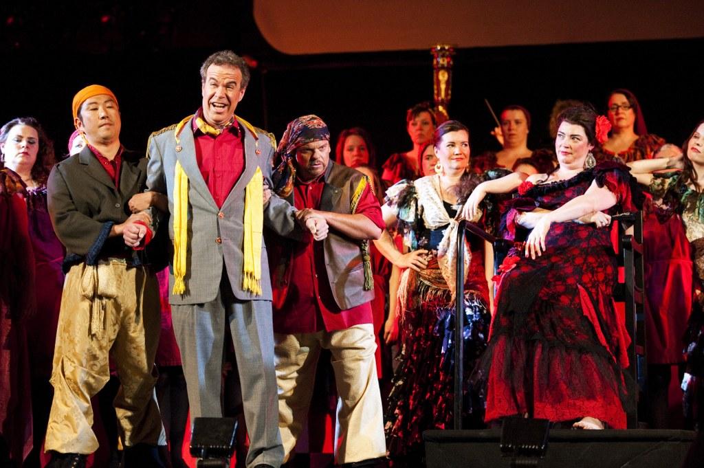 Kuva: Esa Melametsä 30.6.2010 Kokkola Snellman-saliKokkolan Oopperakesässä esitetään heinäkuussa Carmen - yksi maailman suosituimmista ja tunnetuimmista oopperoista. West Coast Kokkola Operan versio Carmenista on elävä esitys, jossa kohtaavat kapellimestari Sakari Oramo, huippusolistit, suuri orkesteri, aikuis- ja lapsikuorot sekä elokuva. Kuvassa Dong-Hoon Han, Robert McLoud, Bill Ravall, Annika Mylläri, Hilary Summers ja Annami Hylkilä.